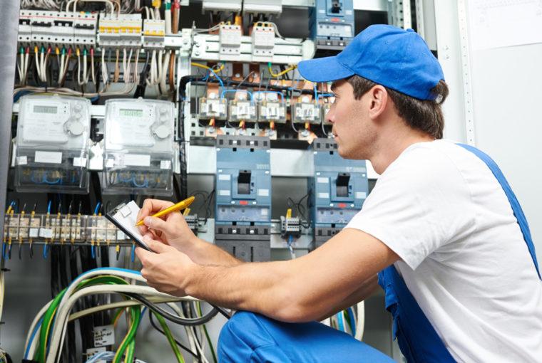 Onderhoudsmonteur technisch beheer en service door P. Hoekwater B.V.